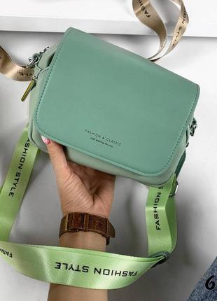 Маленькая сумка с широким ремнем