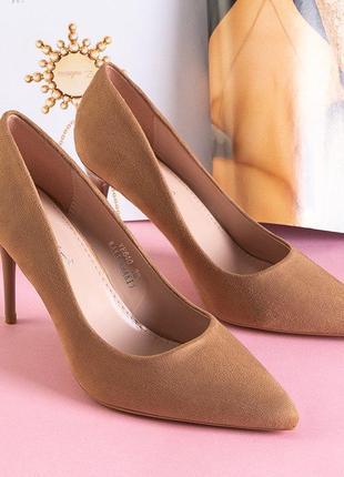 Світло-коричневі жіночі туфлі на високому каблуці