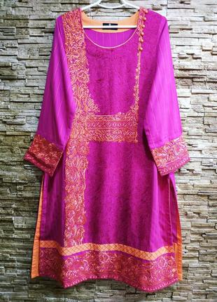 Красивая вышитая туника-платье