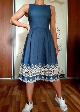 Легкое платье из денима(100% хлопок) с отделкой из шитья