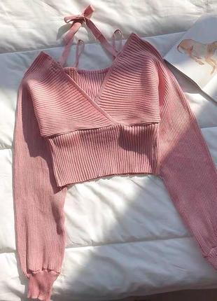 ♥️романтичные трикотажные свитера♥️ цвета: пудра, мокко, белый, черный размер: 44-46 ткань: трикотаж  длина: 48 см длина рукава: 66 см