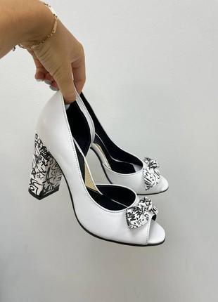 Эксклюзивные туфли белые из натуральной итальянской кожи и замша с  бантиком
