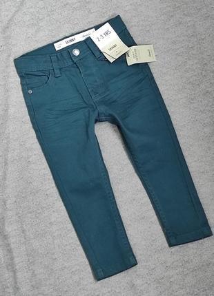 Крутые джинсы, скинии на 3-3 года