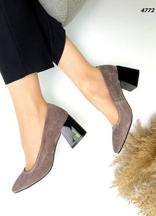 Туфли на низком каблуке замшывые