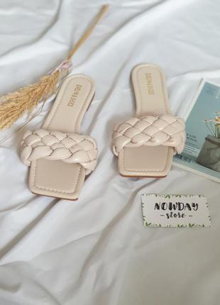 Женские бежевые шлепанцы с квадратным носком и плетением косичка/ жіночі шльопанці з квадратним носк4 фото