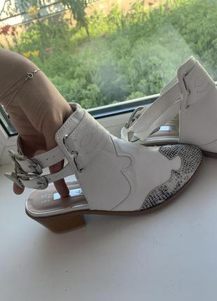Стильные сандалии-казаки atmosphere с открытой пяткой!