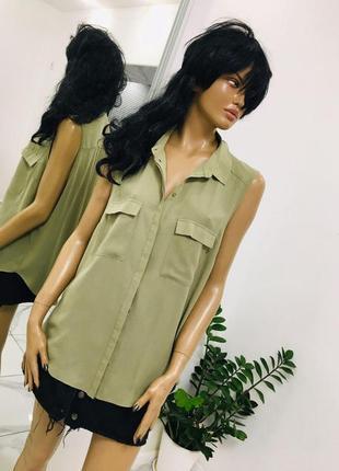 Новая оливковая хаки блуза без рукавов с удлиненным задом и накладными карманами primark 1+1=3