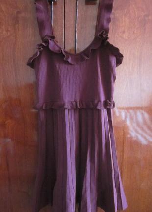 В наличии симпатичное платье zara  низ   плиссе   размер s-m , состояние новое, не носила