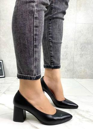 Женские туфли на устойчивом каблуке натуральная кожа черные nel 3