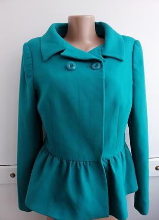 Пиджак мятного цвета с баской