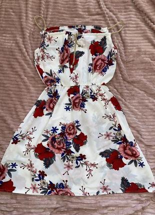 Летнее платье белое с ярким цветочным принтом, очень легкое