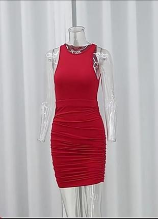 Платье алое, красное, с открытой спиной