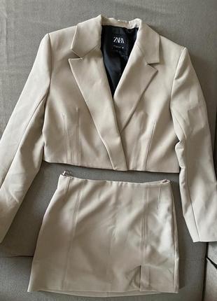 Zara трендовый костюм бежевый,классический