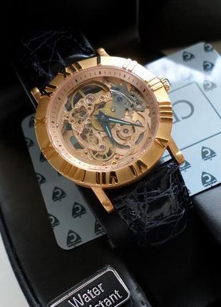 Часы skeleton от компании croton .