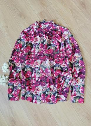 Яркая шифоновая блуза рубашка с воланом в цветах
