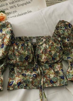 Крутые кроп-блузки в цветочек8 фото