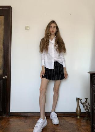 Полосатая мини юбка. короткая чёрная юбка в стиле школьницы urban outfitters1 фото