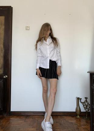 Полосатая мини юбка. короткая чёрная юбка в стиле школьницы urban outfitters5 фото