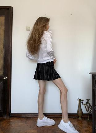 Полосатая мини юбка. короткая чёрная юбка в стиле школьницы urban outfitters7 фото