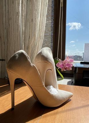 Замшевые туфли-лодочки на высоком каблуке3 фото