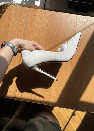 Замшевые туфли-лодочки на высоком каблуке2 фото