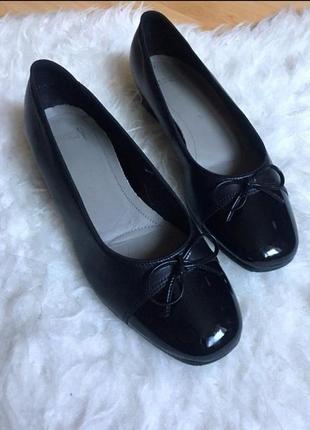 Кожаные туфли, балетки ara