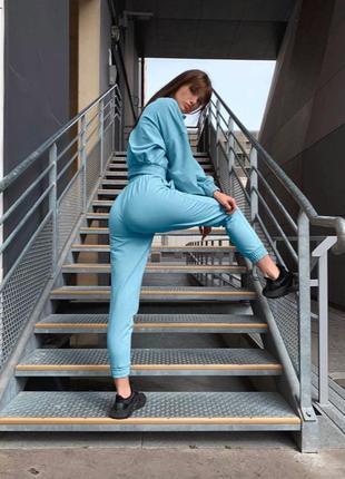 Спортивный костюм женский со штанами прогулочный летний топ короткий голубой