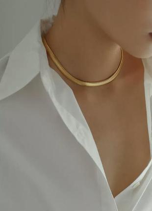 Ожерелье-чокер flashbuy, колье золотистого цвета с металлической плоской цепочкой в елочку4 фото
