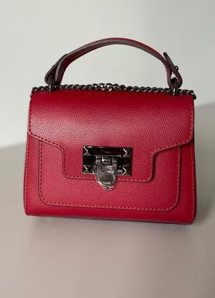 Сумочка маленькая натуральная кожа чемоданчик красная vera pelle  италия   через плечо кроссбоди на цепочке