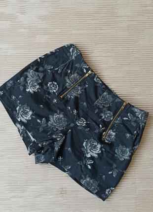 Короткі щорти чорні на замку прин троянди м черные короткие шорты розы