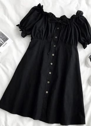 Нежное женское платье с открытыми плечами сарафан