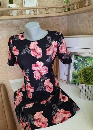 Красиве плаття в квітковий принт