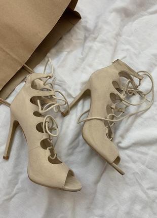 Босоножки на каблуке размер 35