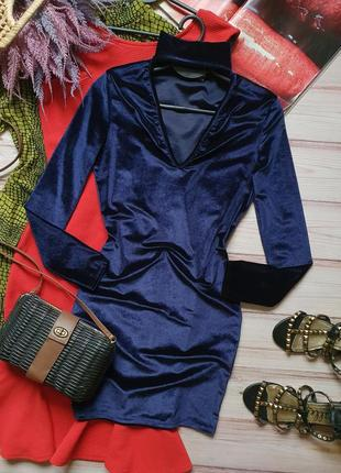 Приталеное бархатное велюровое платье с чокером