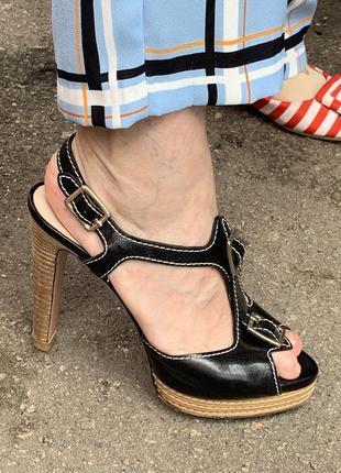 Чёрные кожаные босоножки на каблуке туфли чёрные