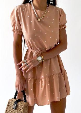 Женское платье в горошек с поясом