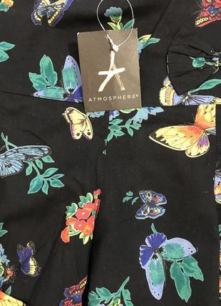 Очень красивые и стильные брендовые шортики в цветах и бабочках..100% коттон.