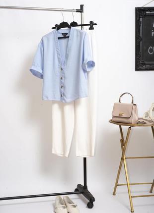 Стильная голубая укороченная блуза рубашка оверсайз на роговых пуговицах