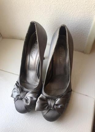 Стильные туфли скидки недорого переливаются нюд нарядные вечерние с бантом скидки атлас