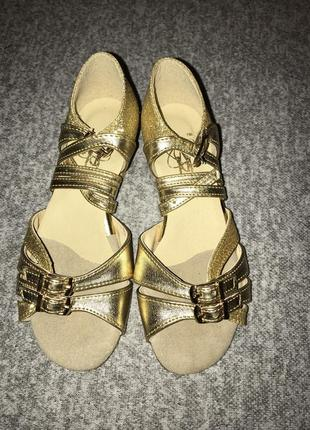 Золотые босоножки для бальных танцев