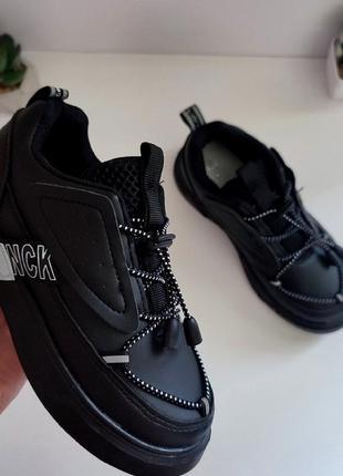 Лёгкие, стильные и удобные кроссовки в школу и на каждый день.  дизайн 🔥