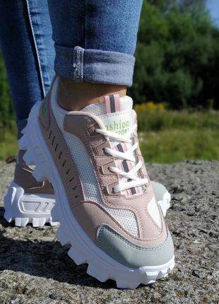 Стильні кросівки на платформі!!! 40-й розмір, маломірить, йде на повномірний 38-й розмір
