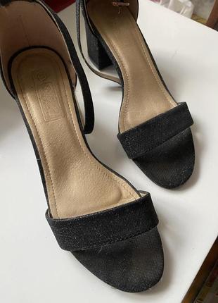Босоножки на каблуке 5см