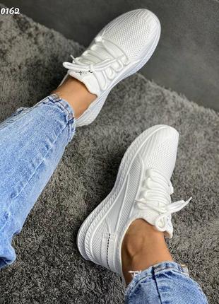 Кроссовки белые в сеточку