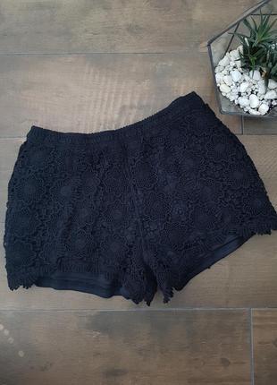 Черные кружевные шорты в стиле бохо
