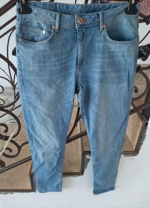 Оригінальні мом джинси гарного кольору