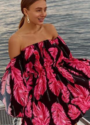 Трендовое платье в тропический принт черно-розовый (2 цвета)  короткое летнее платье с открытой лини