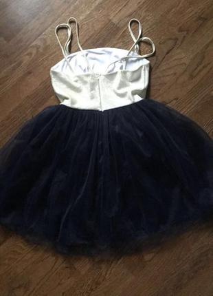 Тёмно-синее платье с поясом