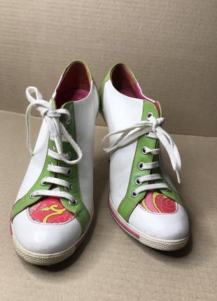 Яскраві осінні туфлі