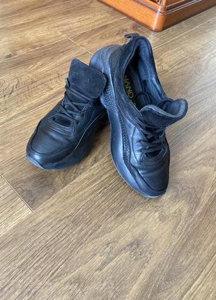 Кожаные кроссовки на дутой полове и замшевым языком